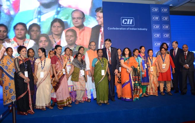Finance-Minister-Presents-CII-Foundation-Women-Exemplar-Award-2016