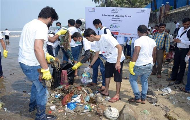 Clean Up Juhu Beach for Swachh Bharat